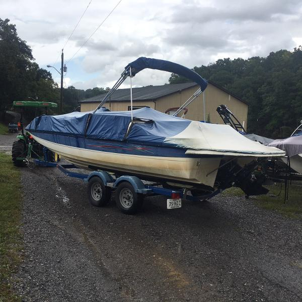 2006 BAYLINER 217 DECK BOAT for sale