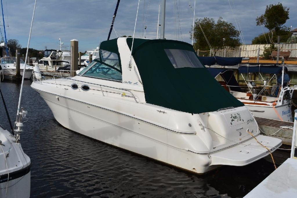 Sea Ray 310 Sundancer - Port Side