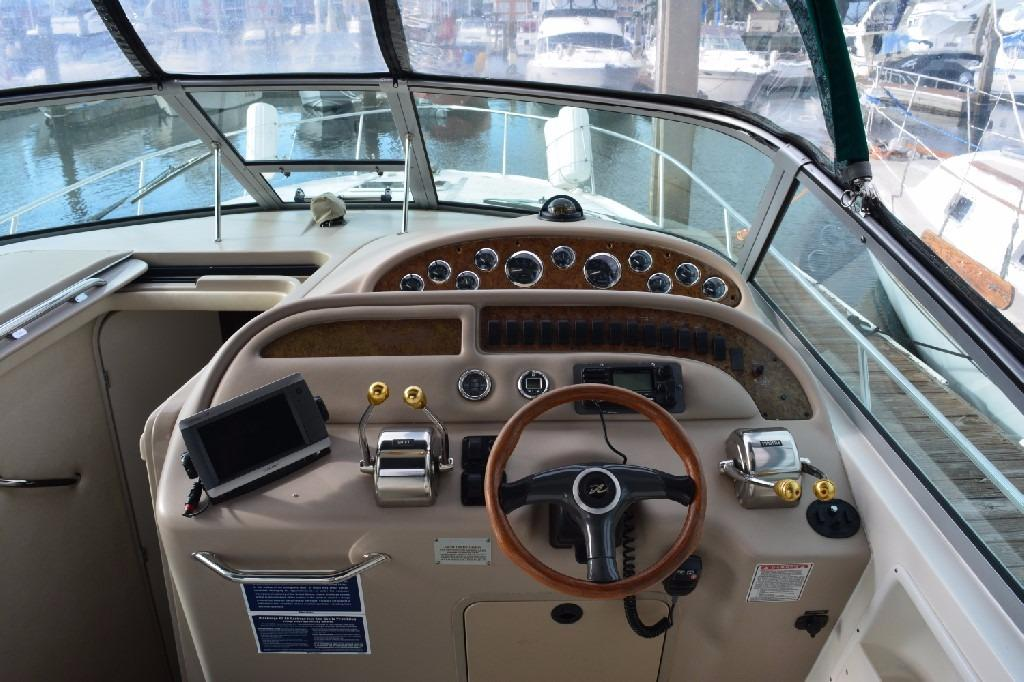 Sea Ray 310 Sundancer - Helm