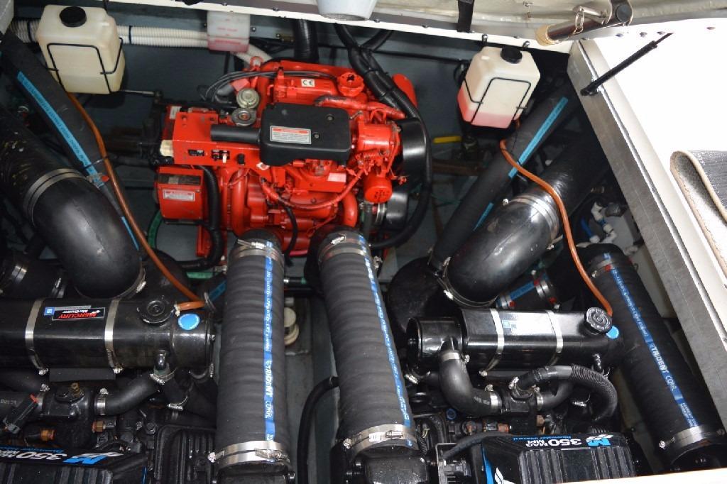 Sea Ray 310 Sundancer - Engine Bay 2