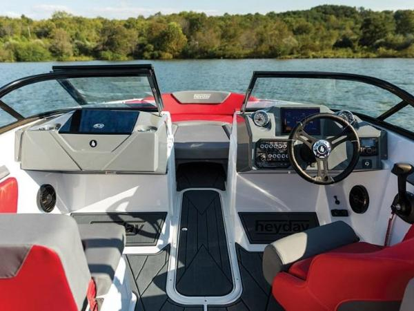 2020 Bayliner boat for sale, model of the boat is WT-Surf & Image # 9 of 19