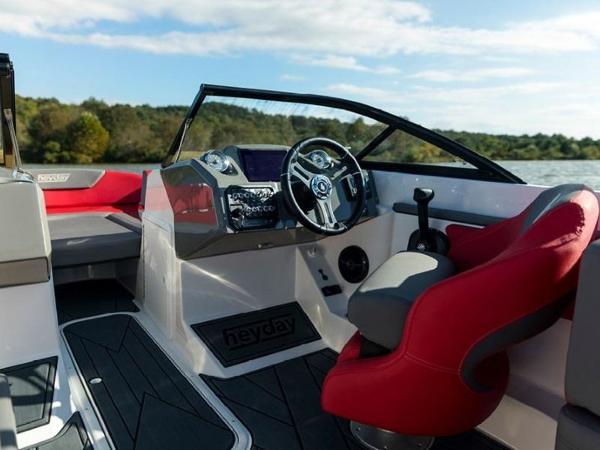 2020 Bayliner boat for sale, model of the boat is WT-Surf & Image # 10 of 19