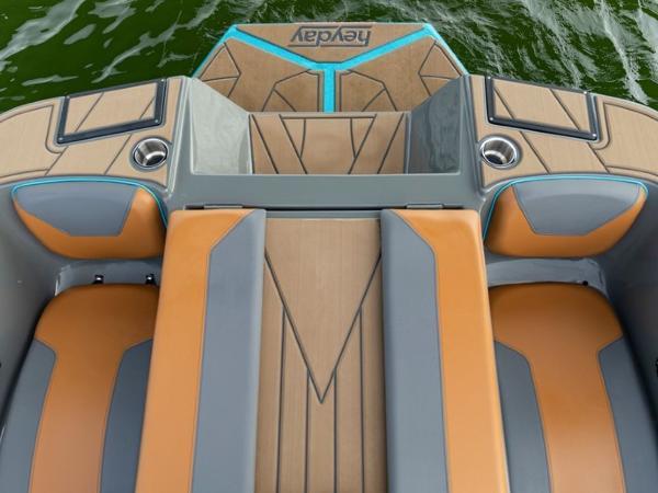 2020 Bayliner boat for sale, model of the boat is WT-Surf & Image # 14 of 19