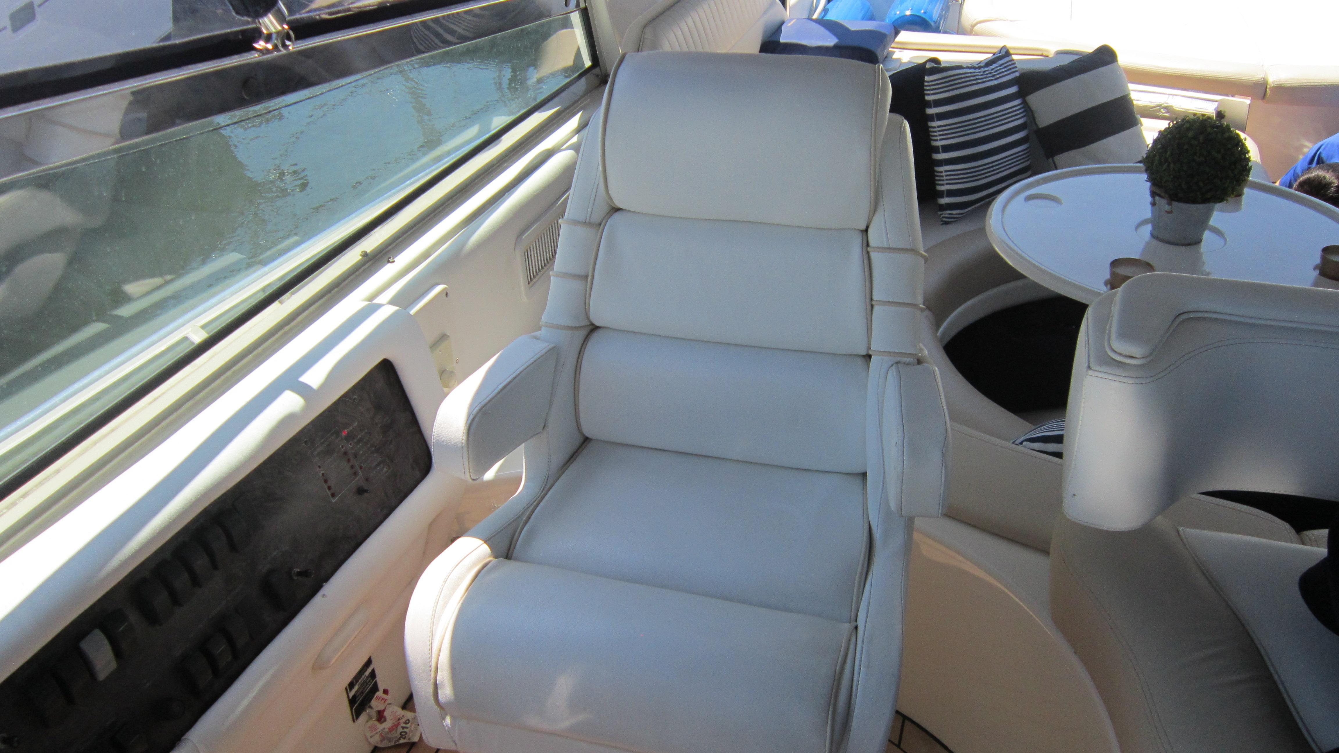 Helm pilot seat