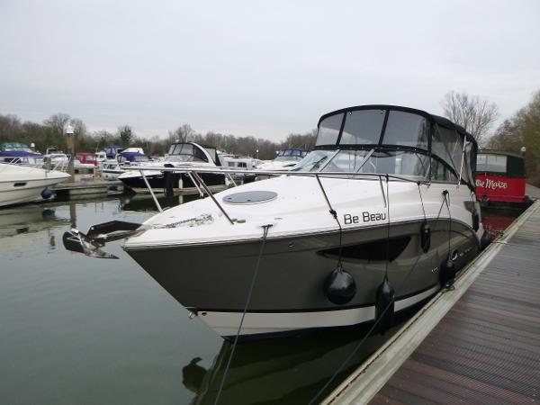 Regal 26 Express Cruiser