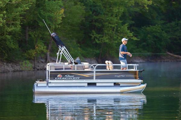 2020 Sun Tracker boat for sale, model of the boat is Bass Buggy 16 DLX ET & Image # 2 of 9