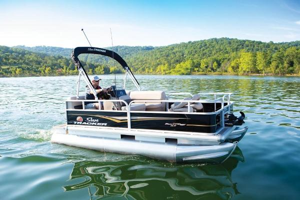 2020 Sun Tracker boat for sale, model of the boat is Bass Buggy 16 DLX ET & Image # 3 of 9