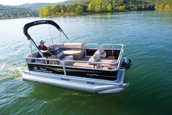 2020 Sun Tracker boat for sale, model of the boat is Bass Buggy 16 DLX ET & Image # 5 of 9