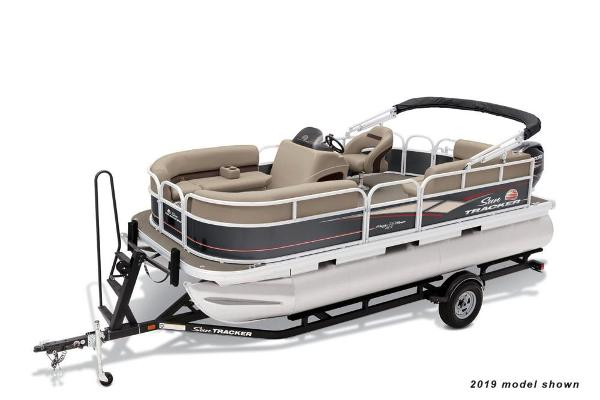 2021 Sun Tracker boat for sale, model of the boat is Party Barge 18 DLX & Image # 1 of 3