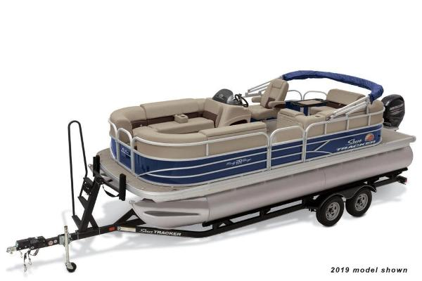 2020 Sun Tracker boat for sale, model of the boat is Party Barge 20 DLX & Image # 1 of 3