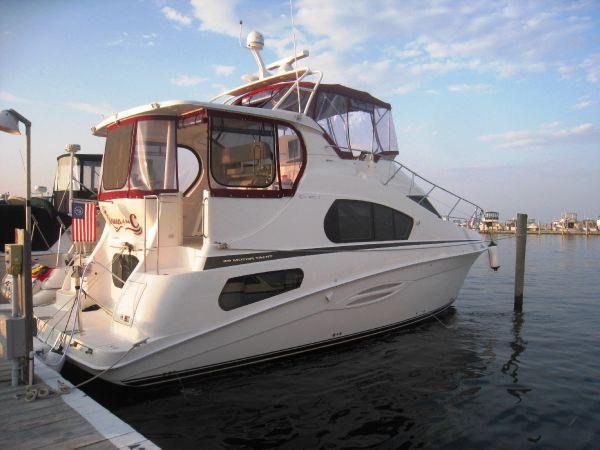 39' * Silverton 39' Motor Yacht