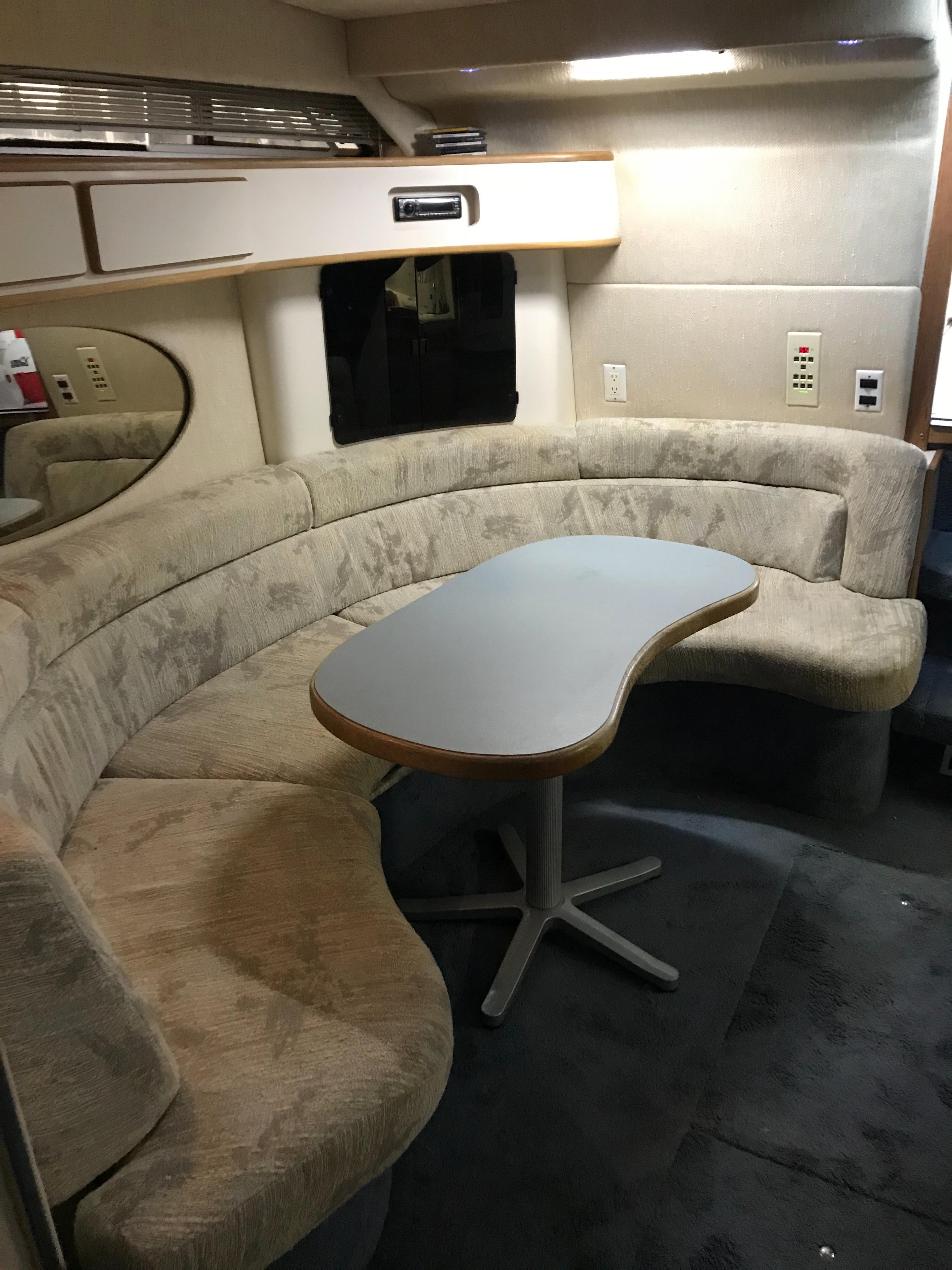 Sea Ray 400 Express Cruiser - Settee/Dining table