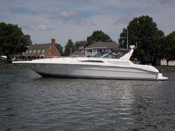 Sea Ray 400 Express Cruiser - Port Profile