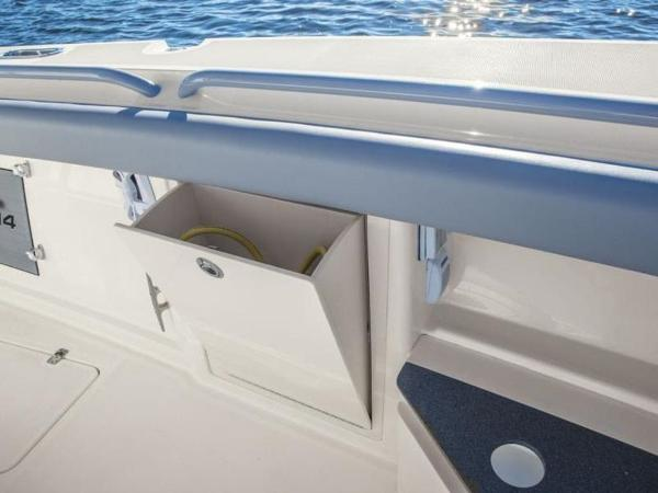 2020 Mako boat for sale, model of the boat is 414 CC Family Edition & Image # 32 of 72