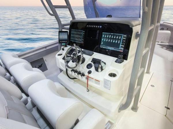 2020 Mako boat for sale, model of the boat is 414 CC Family Edition & Image # 47 of 72