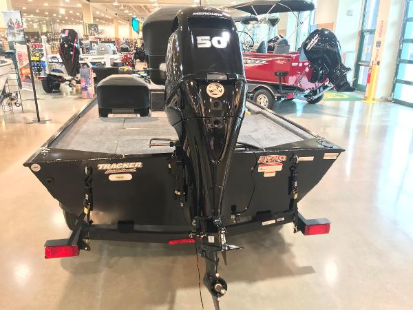 2021 Tracker Boats boat for sale, model of the boat is Bass Tracker Classic XL & Image # 4 of 31