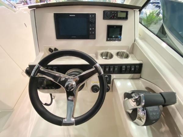 2020 Boston Whaler boat for sale, model of the boat is 280 Vantage & Image # 4 of 10