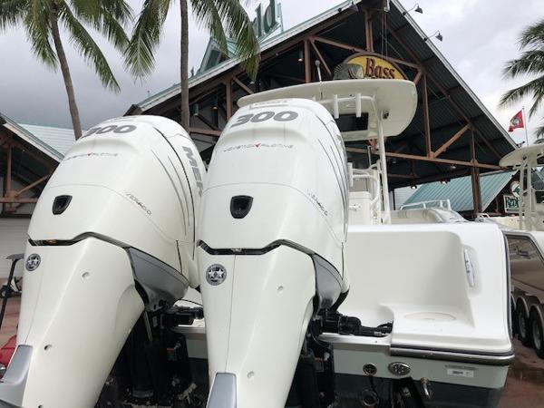 2015 Mako boat for sale, model of the boat is 284 CC & Image # 4 of 17