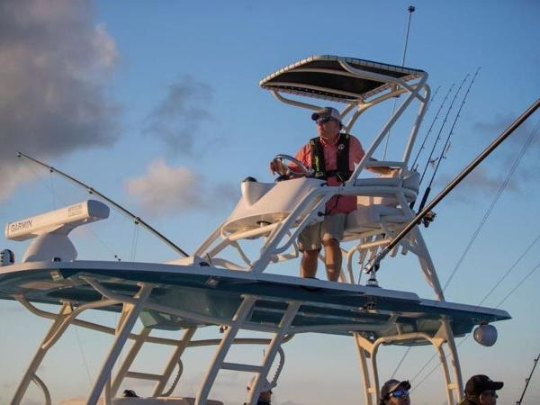 2020 Mako boat for sale, model of the boat is 414 CC Sportfish Edition & Image # 15 of 42