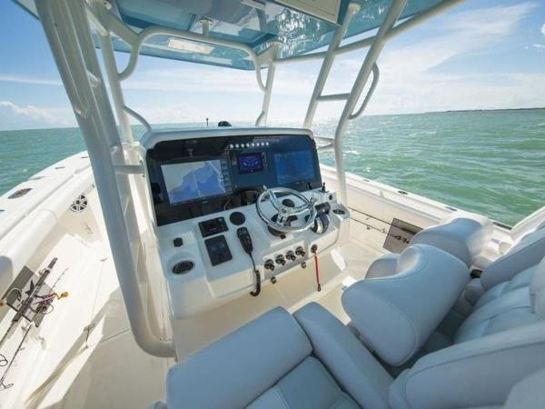 2020 Mako boat for sale, model of the boat is 414 CC Sportfish Edition & Image # 37 of 42
