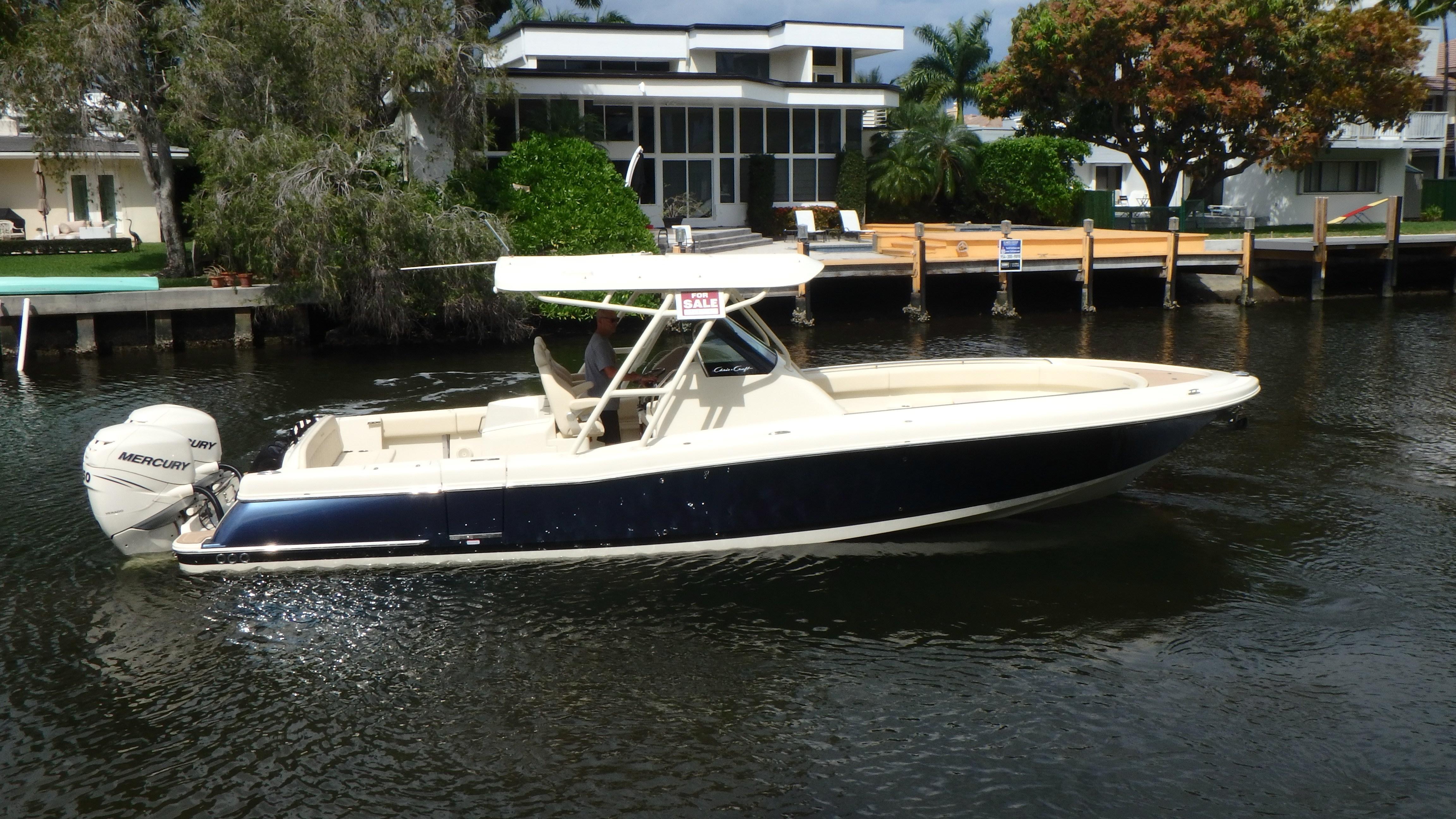 34 Chris-Craft 2017 Fort Lauderdale | Denison Yacht Sales