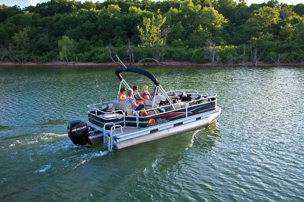 2013 Sun Tracker boat for sale, model of the boat is Bass Buggy 18 DLX & Image # 3 of 35