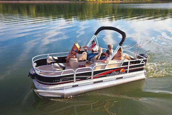 2013 Sun Tracker boat for sale, model of the boat is Bass Buggy 18 DLX & Image # 2 of 35