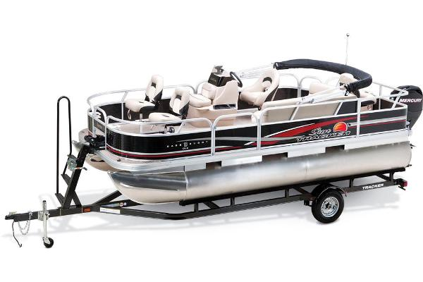 2013 Sun Tracker boat for sale, model of the boat is Bass Buggy 18 DLX & Image # 5 of 35