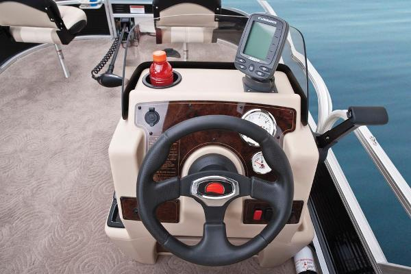 2013 Sun Tracker boat for sale, model of the boat is Bass Buggy 18 DLX & Image # 14 of 35