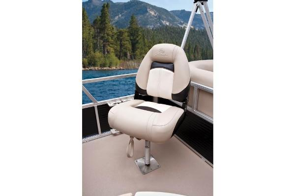 2013 Sun Tracker boat for sale, model of the boat is Bass Buggy 18 DLX & Image # 24 of 35