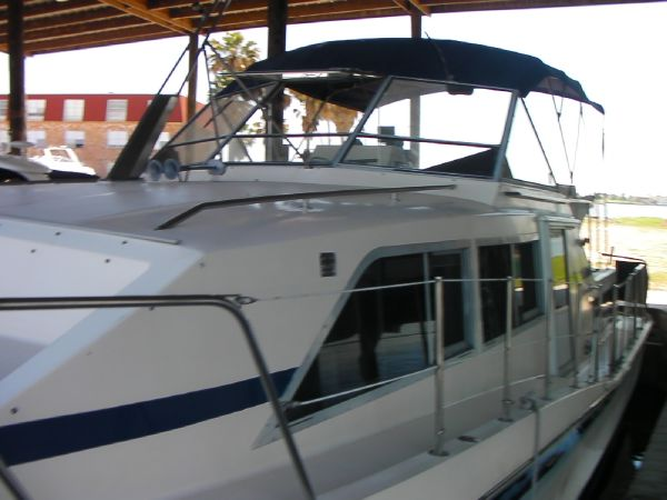 Chris-Craft 381 Catalina Motor Yachts. Listing Number: M-3584285