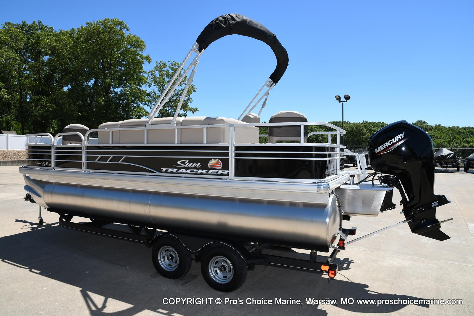 2021 Sun Tracker boat for sale, model of the boat is Fishin' Barge 20 DLX & Image # 12 of 50