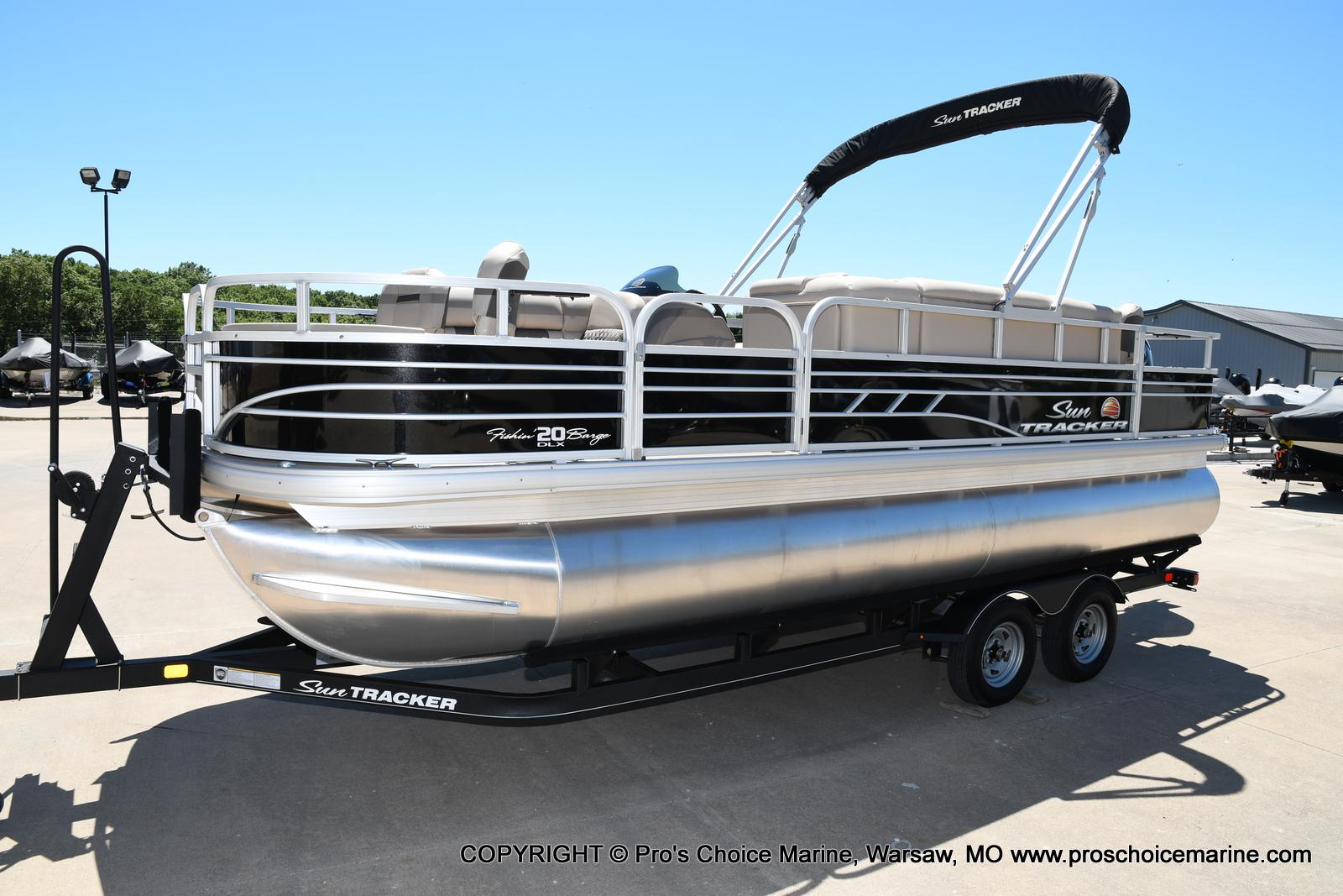2021 Sun Tracker boat for sale, model of the boat is Fishin' Barge 20 DLX & Image # 13 of 50