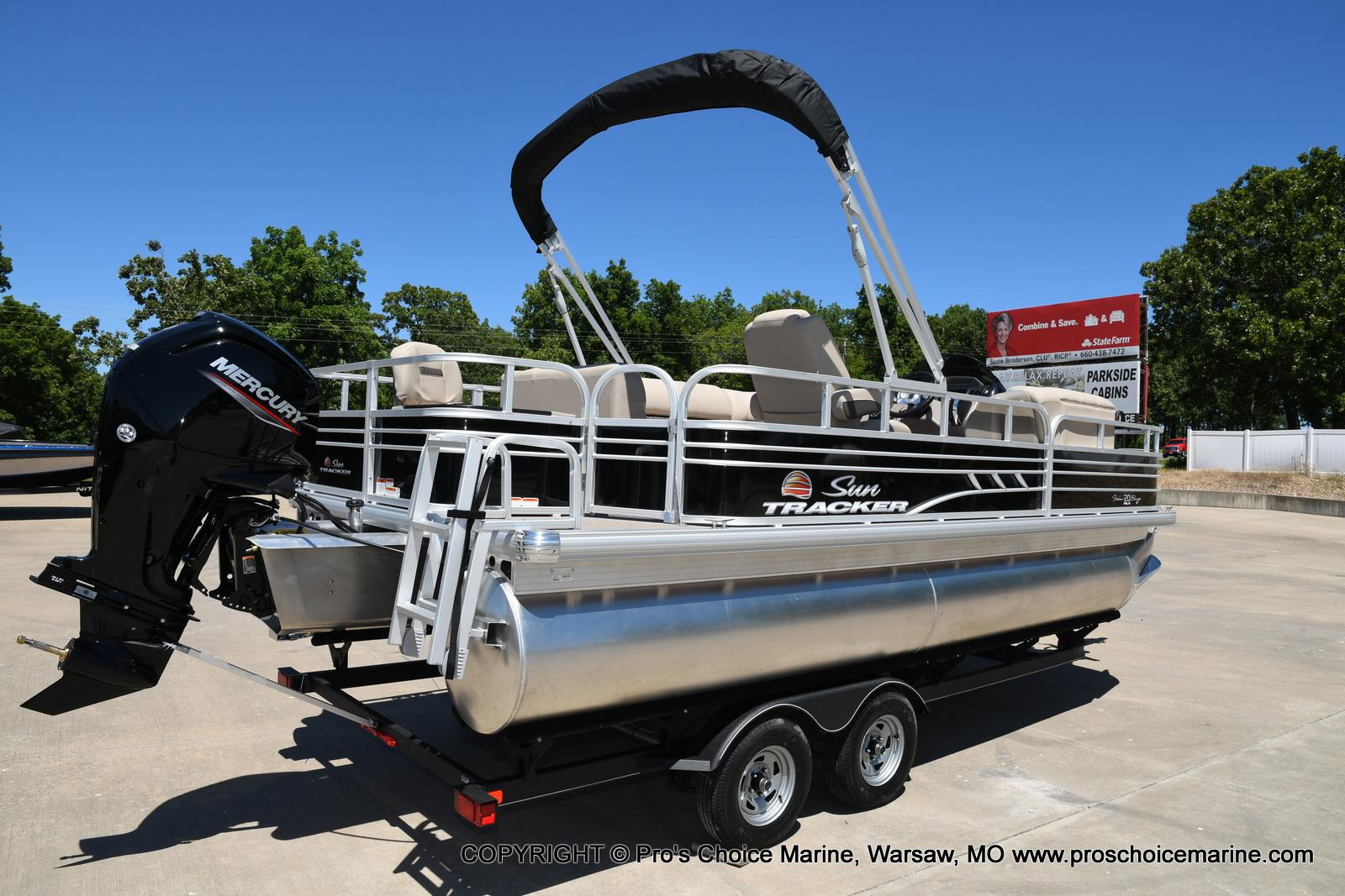 2021 Sun Tracker boat for sale, model of the boat is Fishin' Barge 20 DLX & Image # 37 of 50