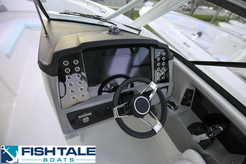 Robalo R317 Dual Console 2020 8