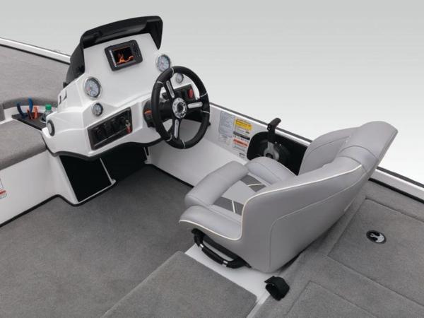 2020 Nitro boat for sale, model of the boat is Z18 & Image # 34 of 38
