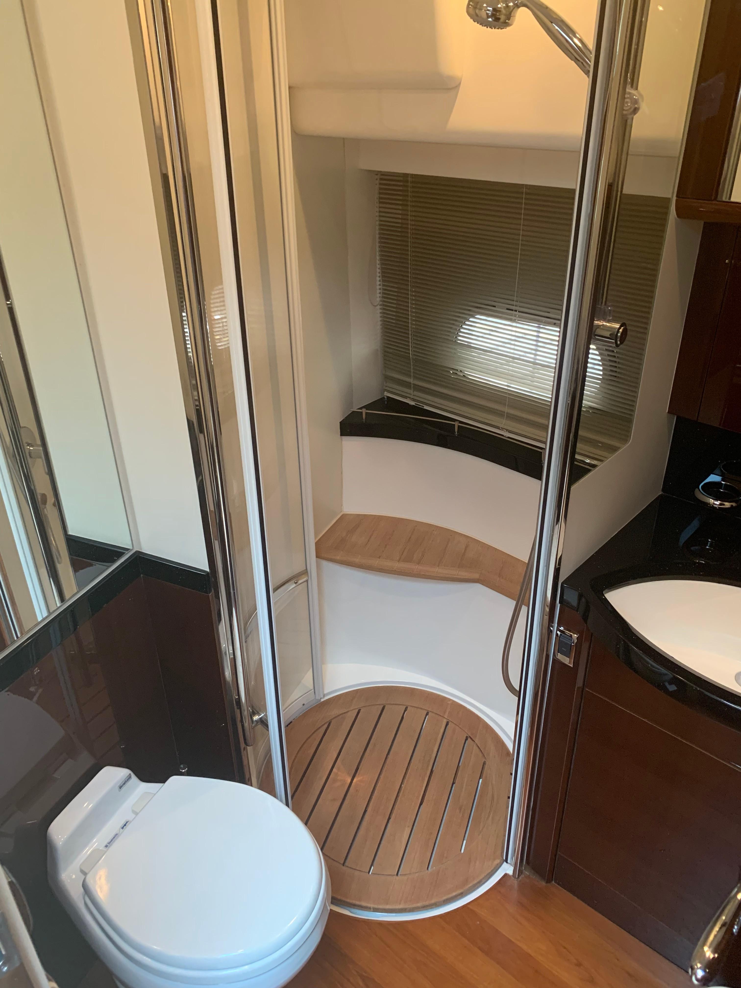 Princess 67 - VIP Bathroom