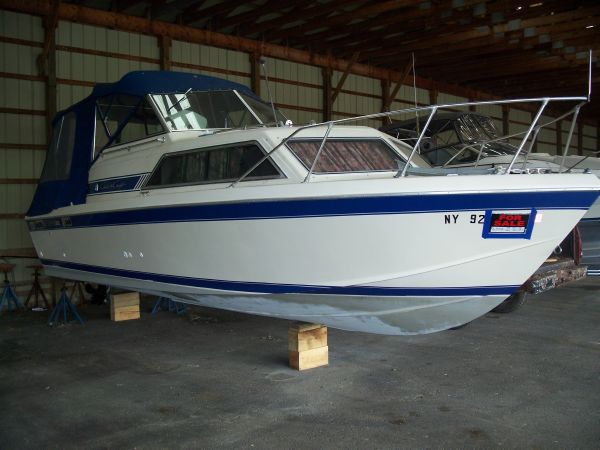 1985 Chris-Craft Catalina 253 Mid Cabin For Sale