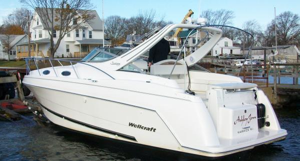 Wellcraft Martinique 3000 Brewer Spring Boat Show RI Express Cruiser