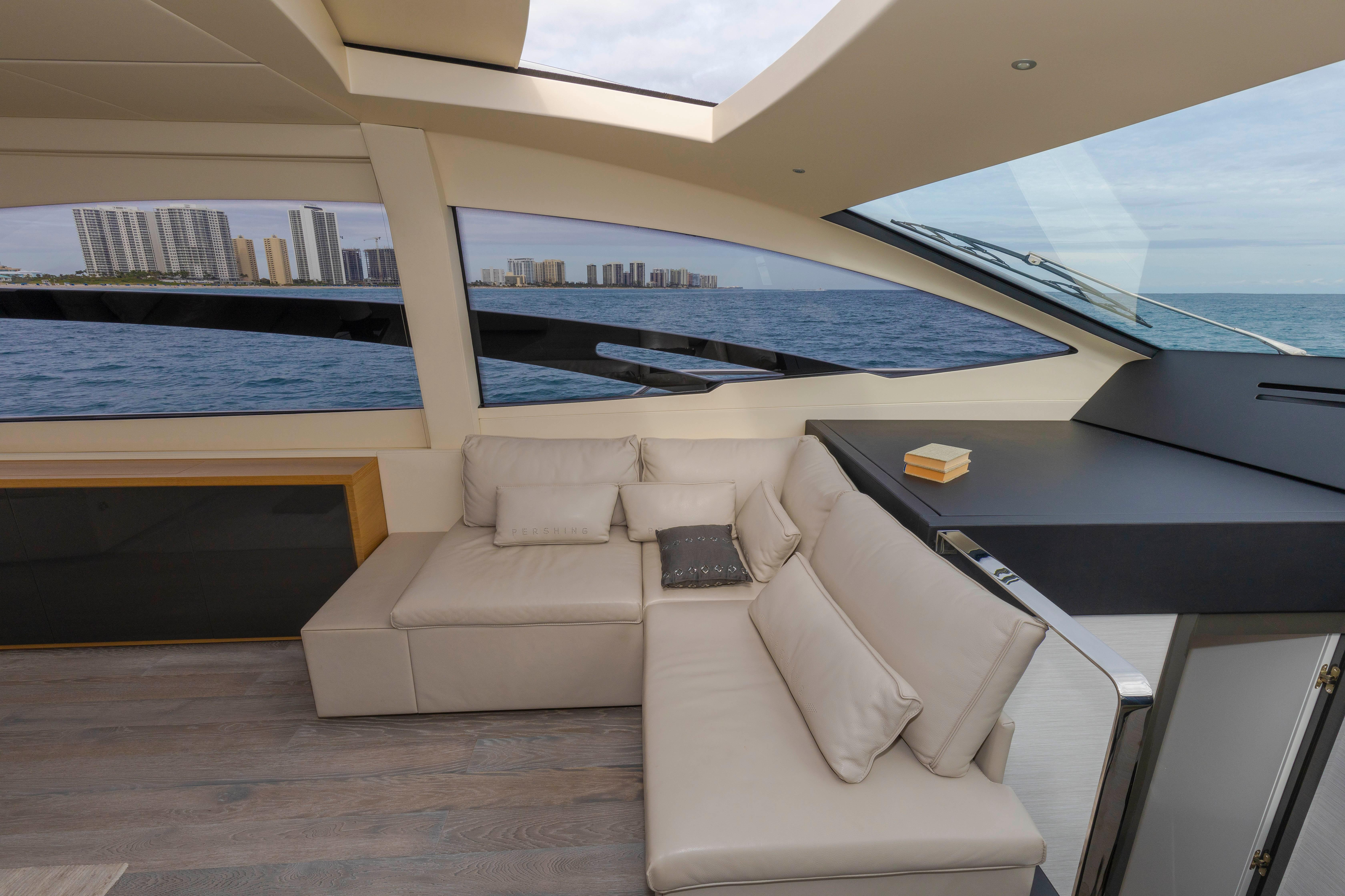 2016 Pershing 70 - Salon