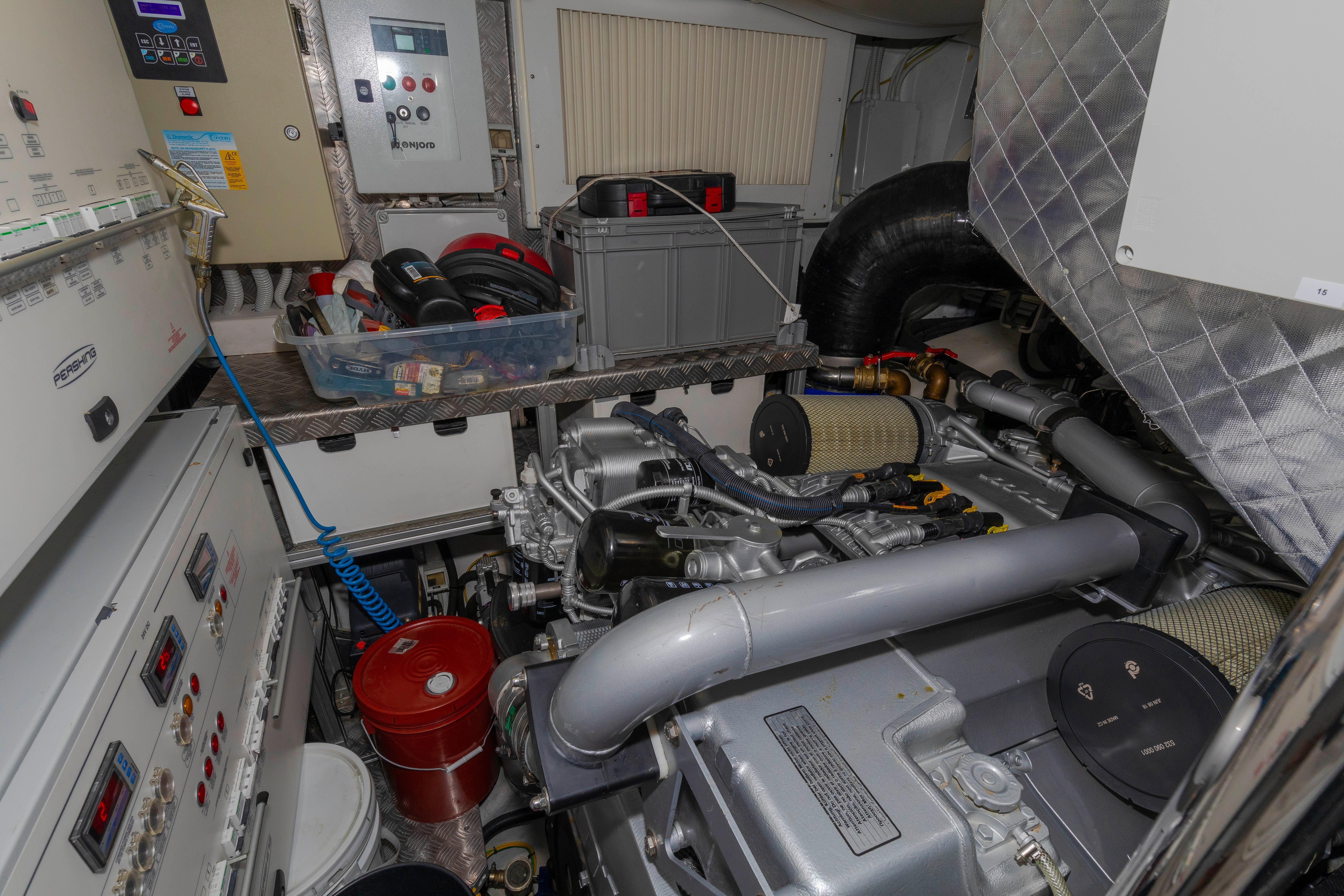 2016 Pershing 70 - Engine Room