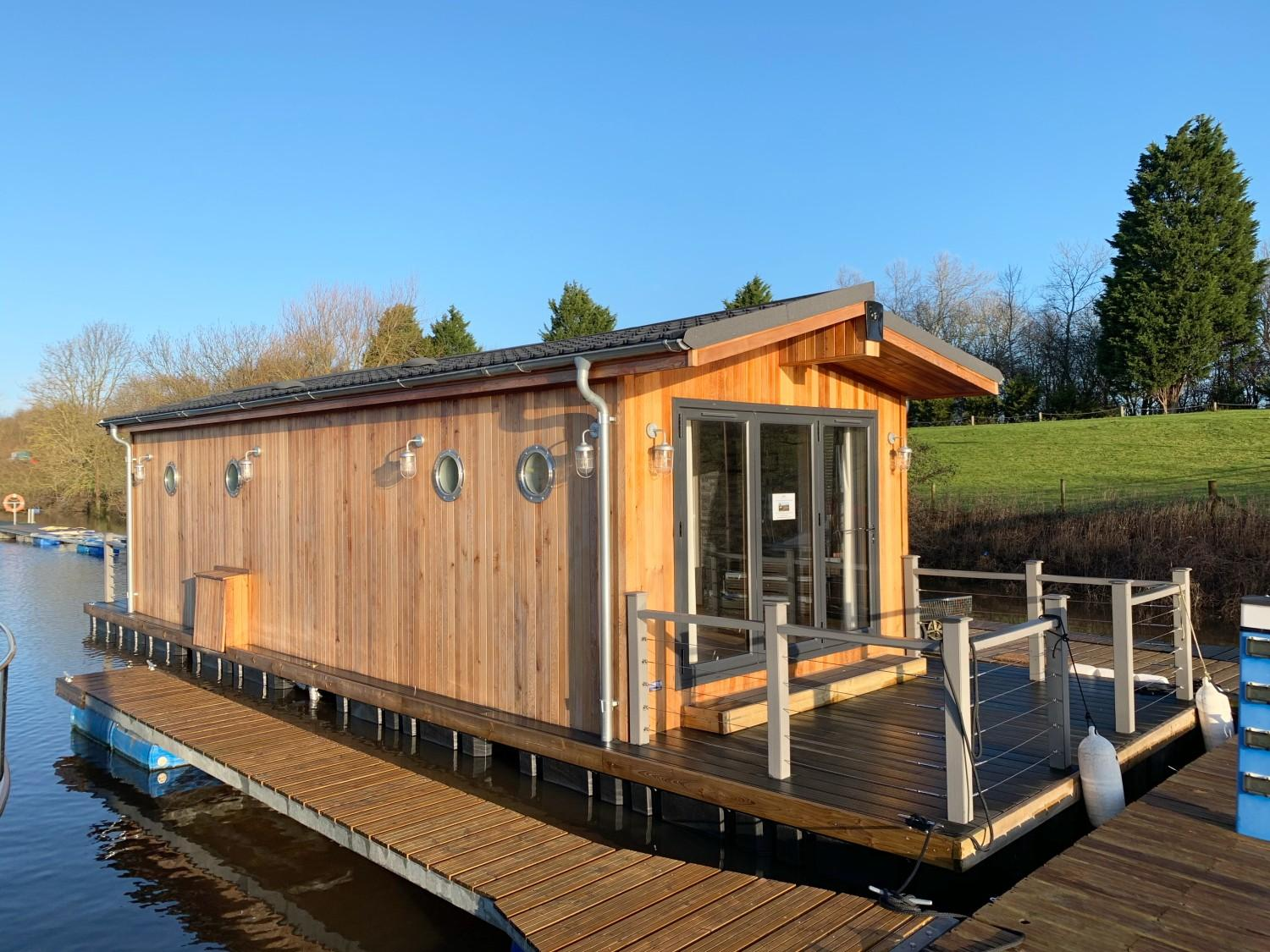 Custom 1 Bedroom Floating Lodge