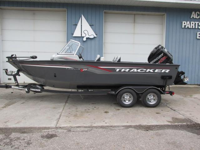 Tracker TARGA 20WT 225 HP $1,500 off!