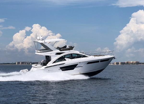 2018 54' Cruisers Yachts 54' Flybridge