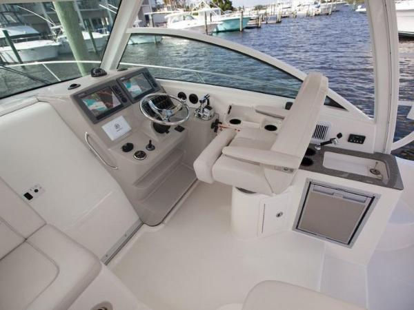 2020 Boston Whaler boat for sale, model of the boat is 315 Conquest & Image # 56 of 79
