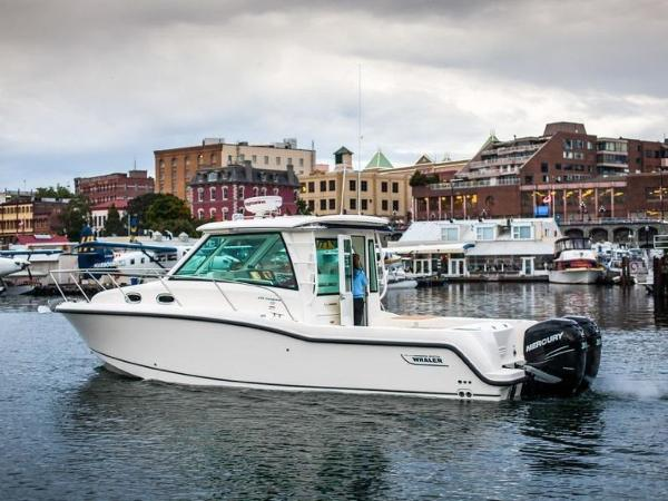 2020 Boston Whaler boat for sale, model of the boat is 315 Conquest Pilothouse & Image # 12 of 72