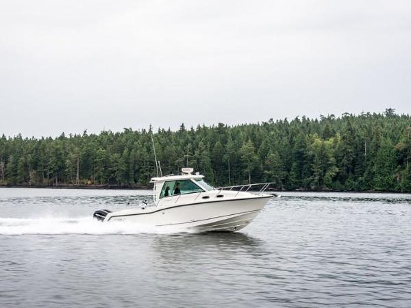 2020 Boston Whaler boat for sale, model of the boat is 315 Conquest Pilothouse & Image # 15 of 72