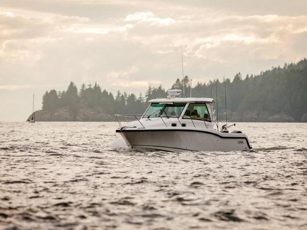 2020 Boston Whaler boat for sale, model of the boat is 315 Conquest Pilothouse & Image # 16 of 72