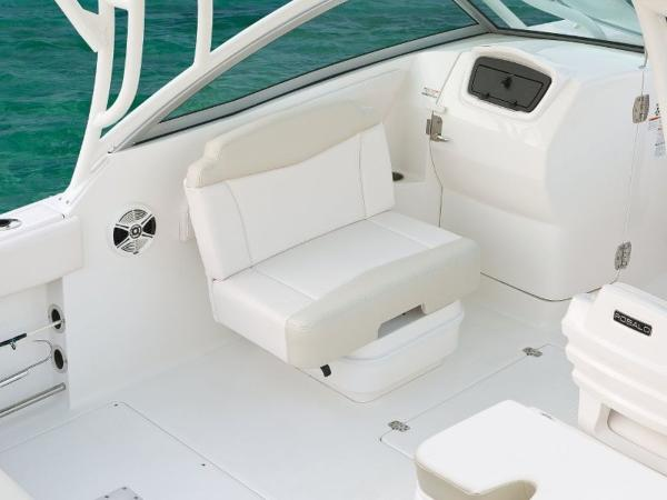 2020 Robalo boat for sale, model of the boat is R247 & Image # 3 of 28