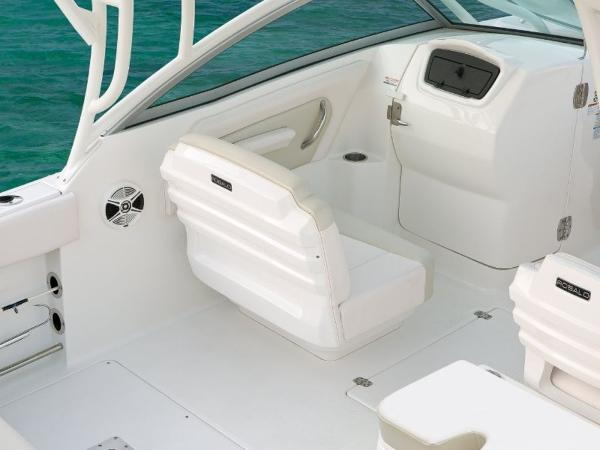 2020 Robalo boat for sale, model of the boat is R247 & Image # 4 of 28